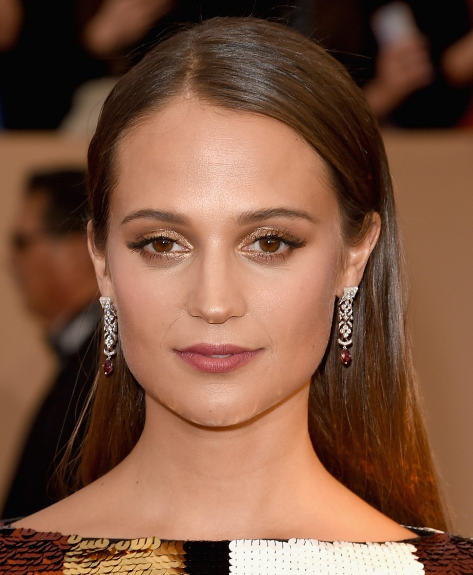 Golden makeup Alicia Vikander