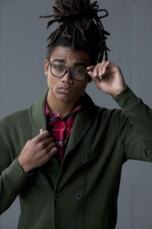 Cabelo crespo com dreads + óculos de grau, combinação super estilosa!