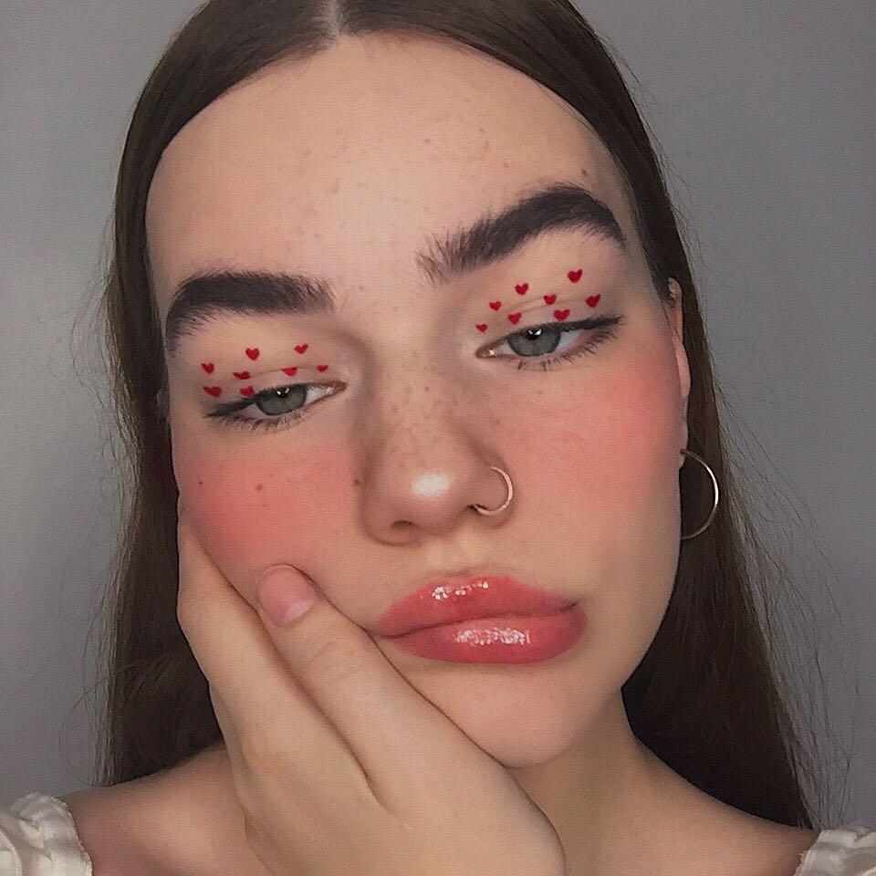 lovecore aesthetic tendencia coracoes maquiagem