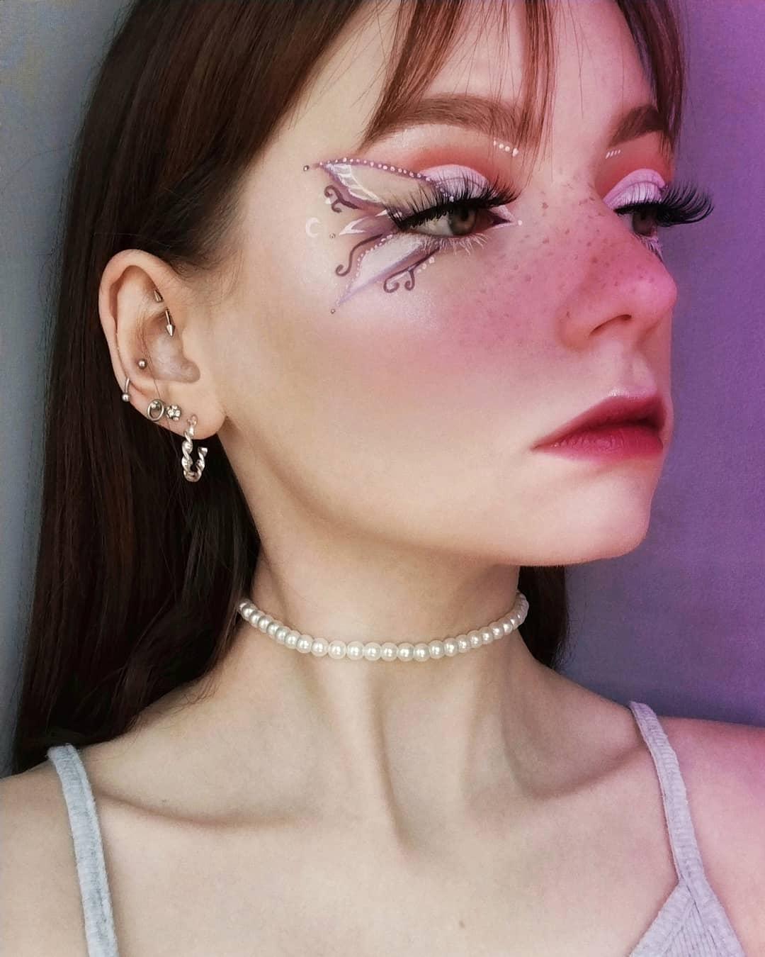 tendencia fairycore aesthetic asas de borboleta nos olhos