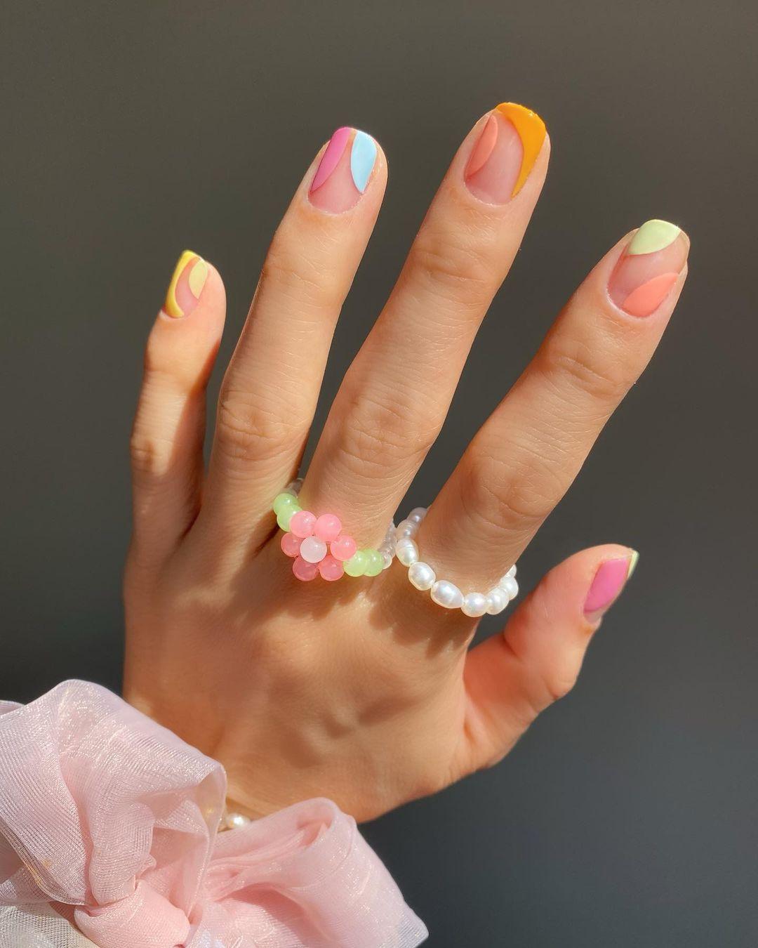 nail art colorida