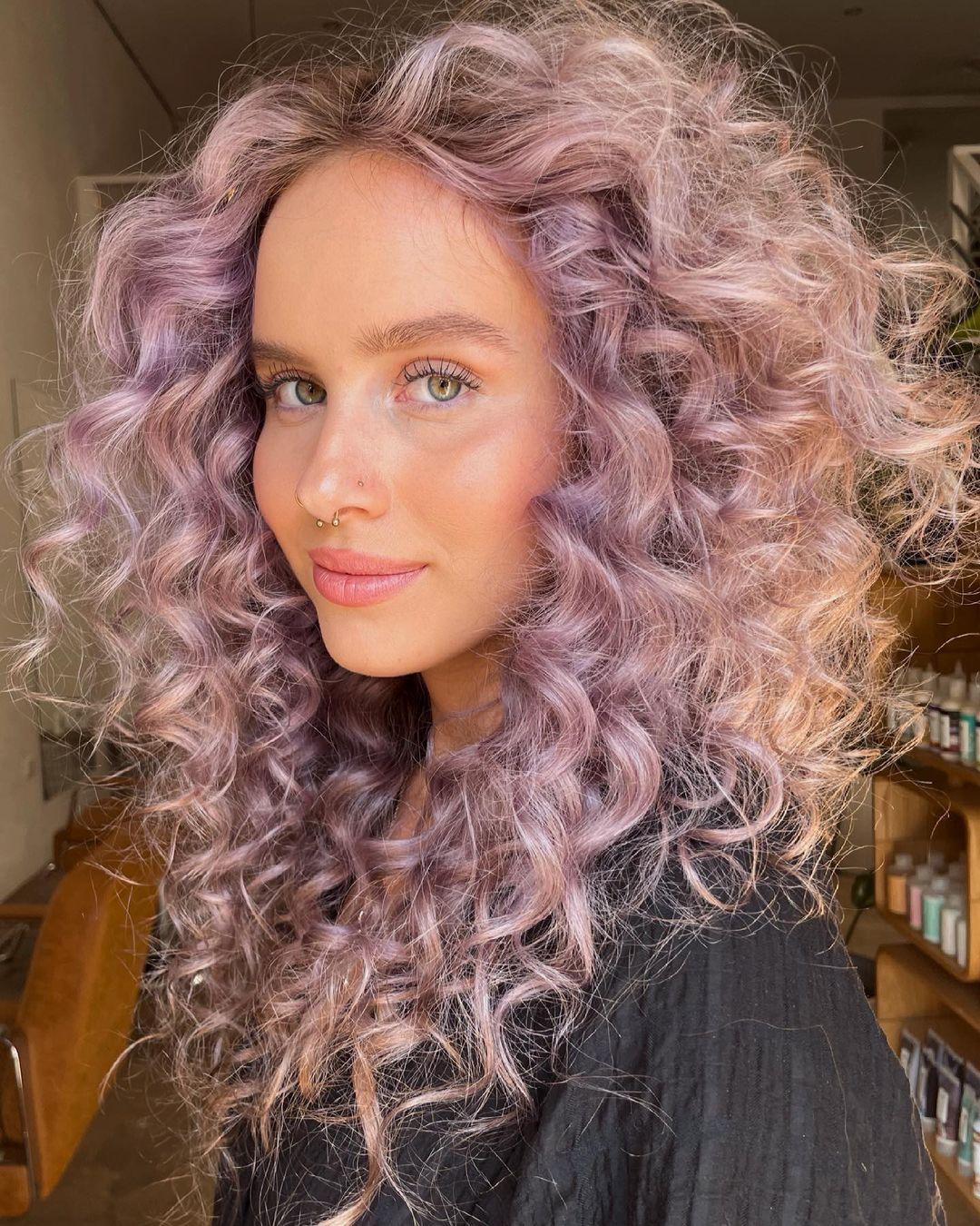 cabelo cacheado lilas