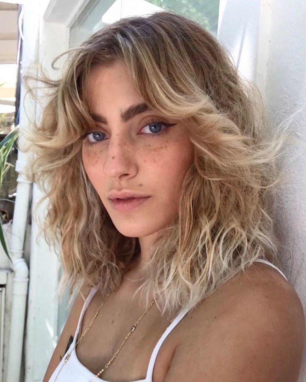 A franja Bardot ou cortininha é tendencia de corte de cabelo